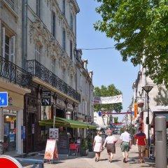 Апартаменты Apartment With 2 Bedrooms in Saumur, With Wonderful City View and Wifi Сомюр спортивное сооружение