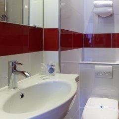 Отель Kyriad Paris 10 - Canal Saint Martin - République ванная