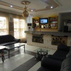 Отель SDM Tavern and Suites гостиничный бар