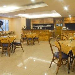Отель Nichols Airport Hotel Филиппины, Паранак - отзывы, цены и фото номеров - забронировать отель Nichols Airport Hotel онлайн питание