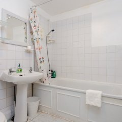 Отель 2 Bedroom Flat In Earlsfield Великобритания, Лондон - отзывы, цены и фото номеров - забронировать отель 2 Bedroom Flat In Earlsfield онлайн ванная фото 2