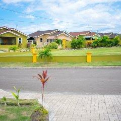Отель Ocho Rios Getaway Villa at Draxhall Ямайка, Очо-Риос - отзывы, цены и фото номеров - забронировать отель Ocho Rios Getaway Villa at Draxhall онлайн парковка