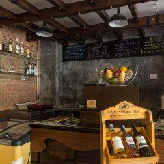 Tanawan Phuket Hotel гостиничный бар