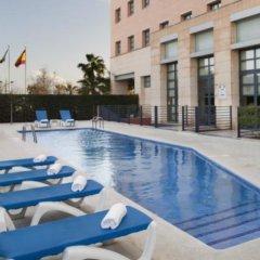 Отель Holiday Inn Express Ciudad de las Ciencias Испания, Валенсия - 1 отзыв об отеле, цены и фото номеров - забронировать отель Holiday Inn Express Ciudad de las Ciencias онлайн бассейн фото 2