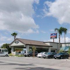 Howard Johnson Inn Fullerton Hotel and Conference Center парковка