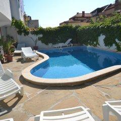 Hotel More бассейн