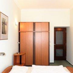 Отель Aparthotel Naprstkova сейф в номере
