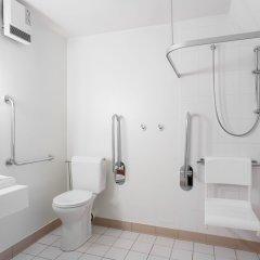 Отель ibis Brussels City Centre Бельгия, Брюссель - 2 отзыва об отеле, цены и фото номеров - забронировать отель ibis Brussels City Centre онлайн ванная фото 2
