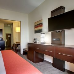 Holiday Inn Express Hotel & Suites MERIDIAN сейф в номере