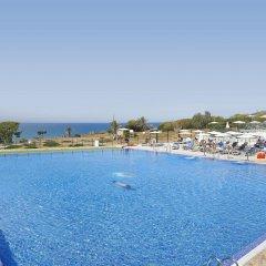 Отель Hipotels Gran Conil & Spa Испания, Кониль-де-ла-Фронтера - отзывы, цены и фото номеров - забронировать отель Hipotels Gran Conil & Spa онлайн бассейн
