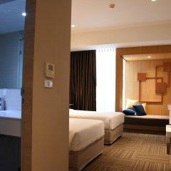 Отель Two Three Mansion Бангкок сейф в номере