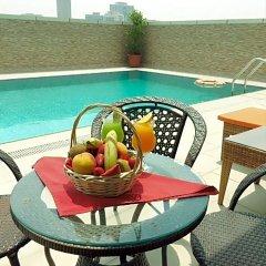 Отель Al Salam Grand Hotel-Sharjah ОАЭ, Шарджа - отзывы, цены и фото номеров - забронировать отель Al Salam Grand Hotel-Sharjah онлайн балкон