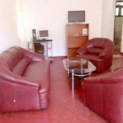 Отель Hikka Train Hostel Шри-Ланка, Хиккадува - отзывы, цены и фото номеров - забронировать отель Hikka Train Hostel онлайн комната для гостей фото 2