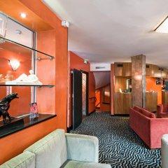 Отель Best Western Hôtel Mercedes Arc de Triomphe гостиничный бар
