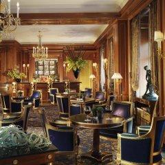 Отель Four Seasons Hotel Geneva Швейцария, Женева - отзывы, цены и фото номеров - забронировать отель Four Seasons Hotel Geneva онлайн гостиничный бар