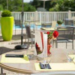Отель Mercure Annemasse Porte De Genève Франция, Гайар - отзывы, цены и фото номеров - забронировать отель Mercure Annemasse Porte De Genève онлайн бассейн