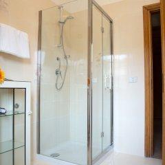 Отель Haidi House Bed and Breakfast Аджерола ванная