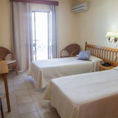 Отель Tres Jotas Испания, Кониль-де-ла-Фронтера - отзывы, цены и фото номеров - забронировать отель Tres Jotas онлайн комната для гостей