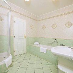 Отель FESTIVAL Hotel Apartments Чехия, Карловы Вары - отзывы, цены и фото номеров - забронировать отель FESTIVAL Hotel Apartments онлайн ванная фото 4