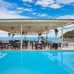 Отель Crystal Bay Beach Resort бассейн