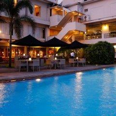 Отель Ramada Colombo Шри-Ланка, Коломбо - отзывы, цены и фото номеров - забронировать отель Ramada Colombo онлайн бассейн фото 2