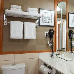 Отель The Glenmore Inn & Convention Centre Канада, Калгари - отзывы, цены и фото номеров - забронировать отель The Glenmore Inn & Convention Centre онлайн ванная фото 2