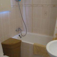 Отель Valentinos Villa Кипр, Протарас - отзывы, цены и фото номеров - забронировать отель Valentinos Villa онлайн ванная