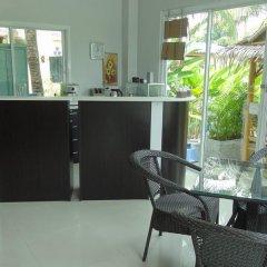 Отель But Different Phuket Guesthouse гостиничный бар