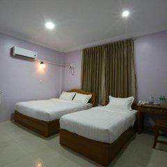 Отель Golden Dragon Hotel Мьянма, Пром - отзывы, цены и фото номеров - забронировать отель Golden Dragon Hotel онлайн комната для гостей