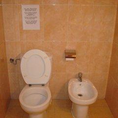Отель Hostal Rembrandt ванная