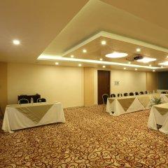 Отель Yatri Suites and Spa, Kathmandu Непал, Катманду - отзывы, цены и фото номеров - забронировать отель Yatri Suites and Spa, Kathmandu онлайн парковка