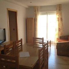 Отель Loto Conil Apartamentos Испания, Кониль-де-ла-Фронтера - отзывы, цены и фото номеров - забронировать отель Loto Conil Apartamentos онлайн комната для гостей фото 5
