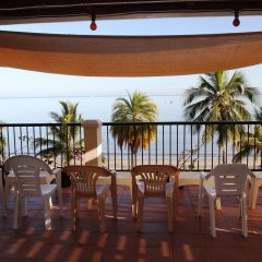 Smugglers Cove Beach Resort and Hotel фото 3