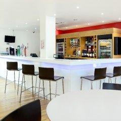 Travelodge London Central City Road Hotel гостиничный бар