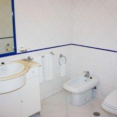 Отель Apartamentos Turisticos Algarve Mor Португалия, Портимао - отзывы, цены и фото номеров - забронировать отель Apartamentos Turisticos Algarve Mor онлайн ванная