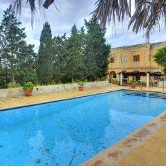 Отель Ta Bertu Host Family Bed & Breakfast Мальта, Зуррик - отзывы, цены и фото номеров - забронировать отель Ta Bertu Host Family Bed & Breakfast онлайн бассейн фото 3