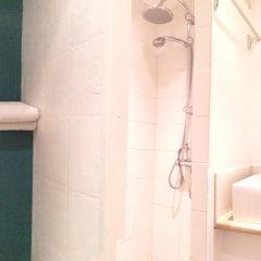 Отель Hostel Meyerbeer Beach Франция, Ницца - отзывы, цены и фото номеров - забронировать отель Hostel Meyerbeer Beach онлайн ванная фото 2