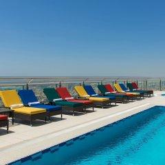 Отель Four Points by Sheraton Sheikh Zayed Road, Dubai бассейн фото 3