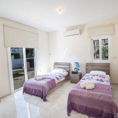 Отель Shaye Frontline Villa Кипр, Протарас - отзывы, цены и фото номеров - забронировать отель Shaye Frontline Villa онлайн комната для гостей фото 5