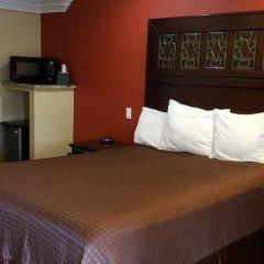 Отель Rodeway Inn Near La Live Хантингтон-Парк сейф в номере