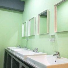 Samsen 8 Hostel Бангкок ванная фото 2