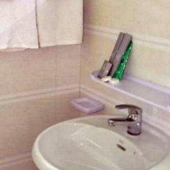Hotel CF Lashio - Burmese Only ванная фото 2
