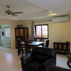 Отель Baan Kanittha - 4 Bedrooms Garden Villa комната для гостей