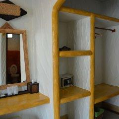 Отель Nirvana Guesthouse сейф в номере
