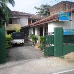Отель Sri Lak Inn парковка