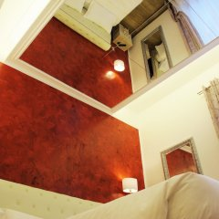 Отель Your Vatican Suite сейф в номере