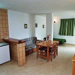 Отель Apartamentos Turísticos Es Daus удобства в номере