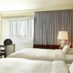 Отель Hyatt Regency Köln Германия, Кёльн - 1 отзыв об отеле, цены и фото номеров - забронировать отель Hyatt Regency Köln онлайн комната для гостей фото 2