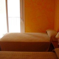 Отель Hostal Blanes La Barca Испания, Бланес - отзывы, цены и фото номеров - забронировать отель Hostal Blanes La Barca онлайн комната для гостей