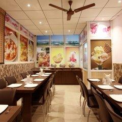 Отель OYO 16011 Hotel Mohan International Индия, Нью-Дели - отзывы, цены и фото номеров - забронировать отель OYO 16011 Hotel Mohan International онлайн питание фото 2